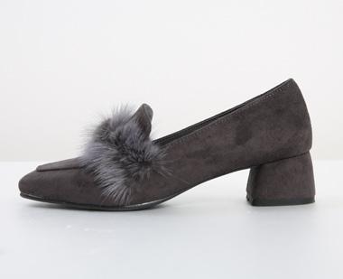 650950 - 独特的皮毛鞋