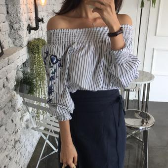 671760 - 截止肩绣花衬衫