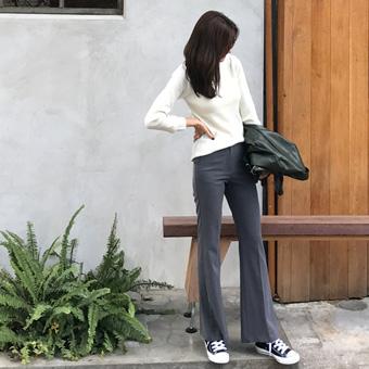 726500 - 轻度修身的长裤