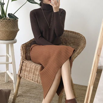 734021 - 后方狭缝波纹裙子