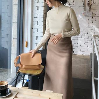 738117 - 柔软的羊毛线裙子